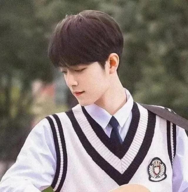 Nam thần Hoa ngữ mặc đồng phục học sinh, ai mới là soái ca thanh xuân vườn trường?