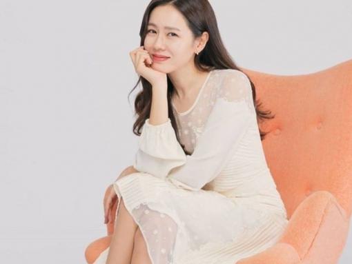 Bận yêu đương mặn nồng với Hyun Bin, Son Ye Jin vẫn tham gia phim mới