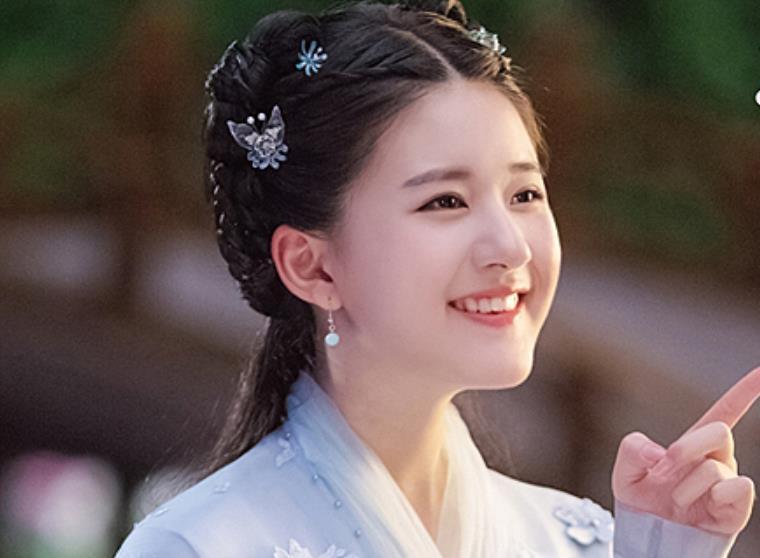 3 sao nữ Hoa ngữ có biệt danh 'nụ cười công nghiệp'