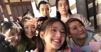 Triệu Lộ Tư đón tuổi 22 cùng Nhậm Hào và đoàn phim
