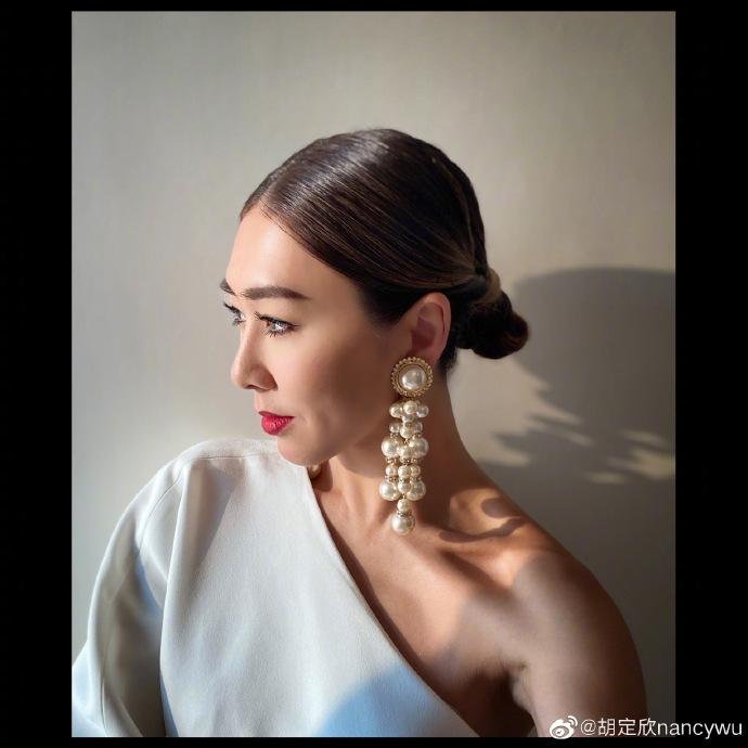 Hồ Định Hân rời TVB, hợp tác cùng Shaw Brothers