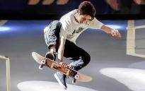 Vương Nhất Bác phong độ khi chơi trượt ván