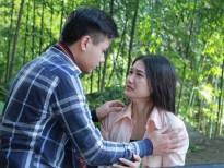 'Suối đầu nguồn': Câu chuyện tình lãng mạn của anh chàng chiếu bóng lưu động và cô gái dân bản