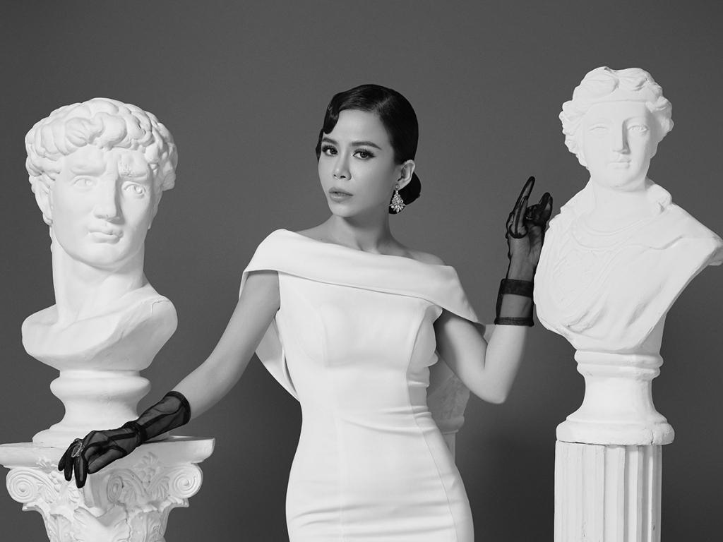 Hoa hậu Oanh Lê ấn tượng quý phái với bộ ảnh mùa lễ hội