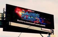 Billboard 'Rehire James Gunn' ủng hộ James Gunn được dựng lên gần Disneyland