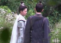 Triệu Lộ Tư và Dương Dương tình trong như đã mặt ngoài còn e, lại một cặp 'phim giả tình thật'?