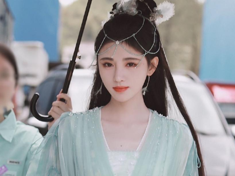 Tạo hình của Cúc Tịnh Y trong phim mới 'Hoa Nhung': Tiên nữ, 'hắc hóa' đều cân đủ