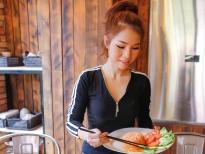 Ca sĩ Thái Ngọc Thanh trổ tài bếp núc với món cơm bò xào lúc lắc