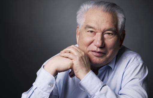 Nhà văn, nhà biên kịch Chinghiz Aitmatov - Người đưa nước Kyrgyzstan ra thế giới