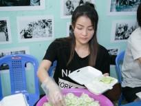 Thủy Top cùng bạn bè nhiệt tình nấu ăn cho những người không nhà