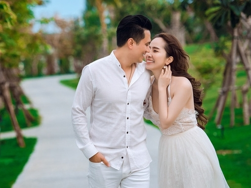 Quỳnh Nga vui vẻ bên Việt Anh trong tiệc sinh nhật, có gì đó 'trên tình bạn, dưới tình yêu' hay sao?