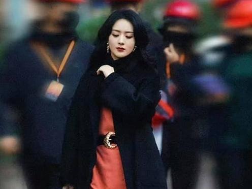 Cuối cùng Triệu Lệ Dĩnh cũng được hóa quý bà sang trọng trên phim mới, thoát kiếp 'phèn'