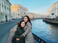 Tường Linh đưa mẹ vi vu nước Nga
