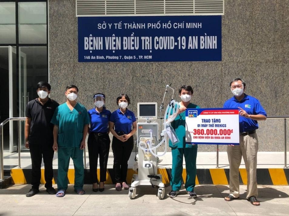 Nhà sách Phương Nam trao tặng máy thở cao cấp cho bệnh viện điều trị Covid An Bình