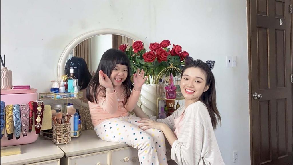 'Ở nhà vui mà': Khám phá cách chăm con của hai mẹ bỉm Yeye Nhật Hạ và Thanh Trần