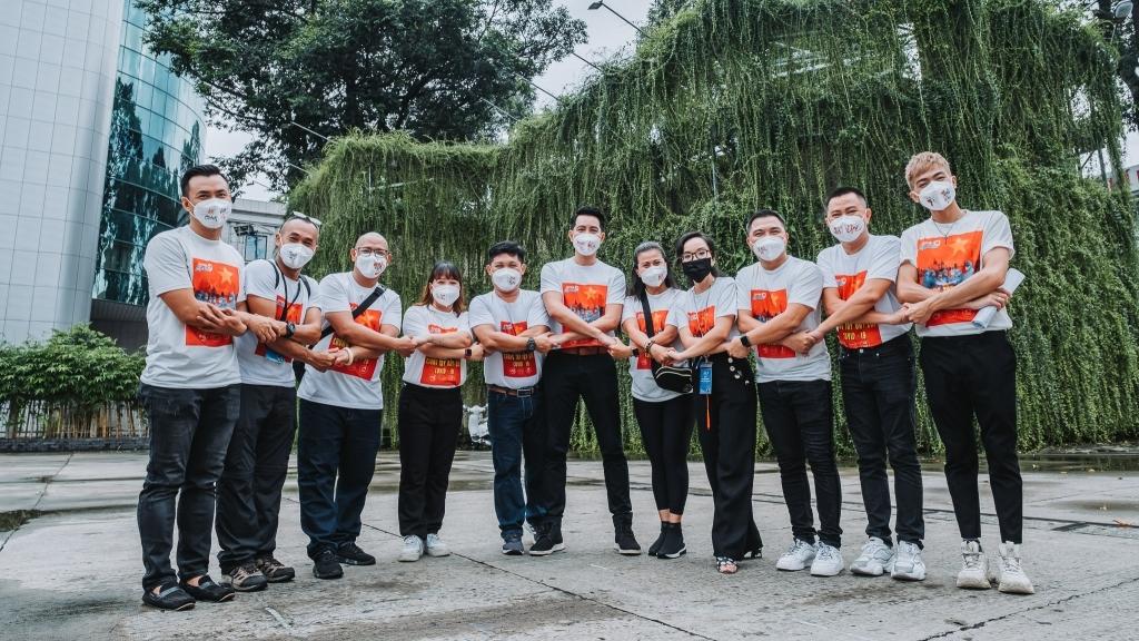 Hơn 100 nghệ sĩ Việt hát tri ân lực lượng tuyến đầu và tình nguyện viên