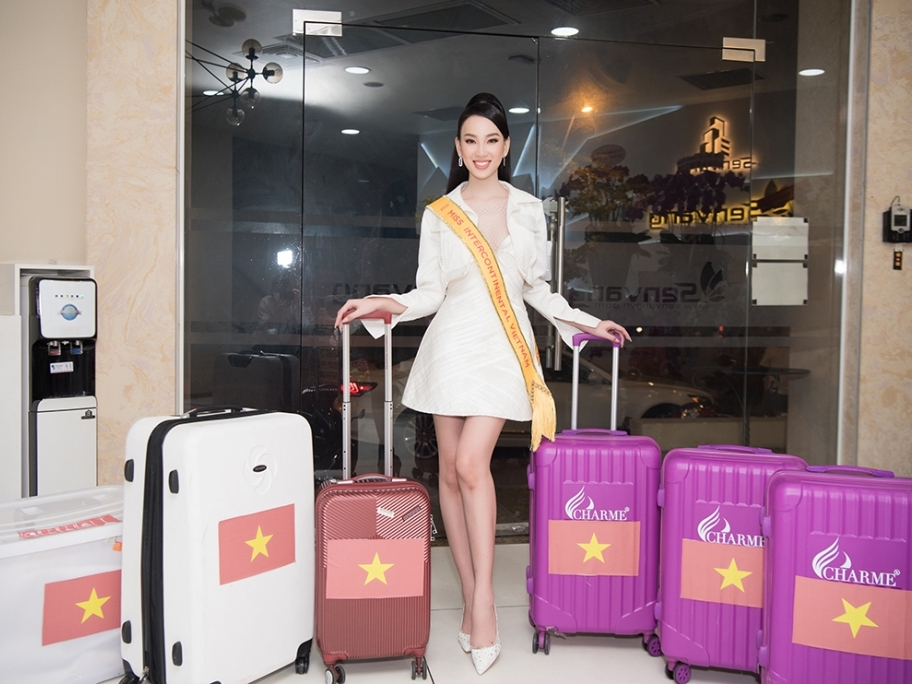 Người đẹp Ái Nhi rạng rỡ lên đường sang Ai Cập dự thi 'Miss Intercontinental'