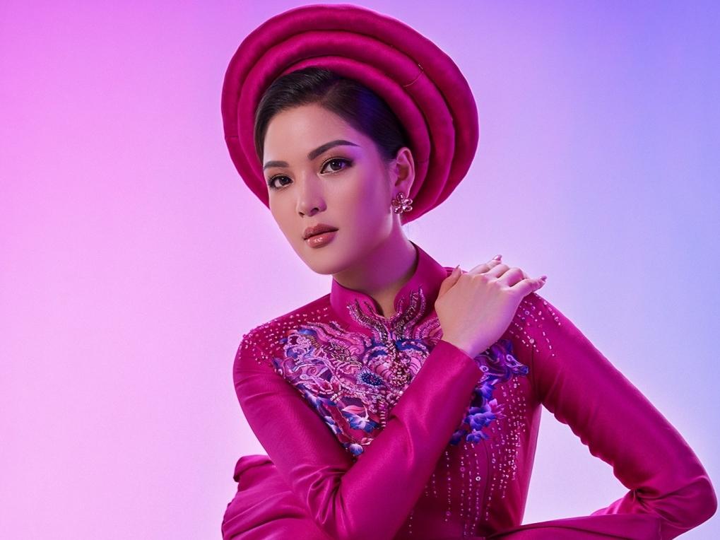 Người đẹp Vân Anh khoe nhan sắc và vóc dáng trong thiết kế áo dài của NTK La Sen Vũ