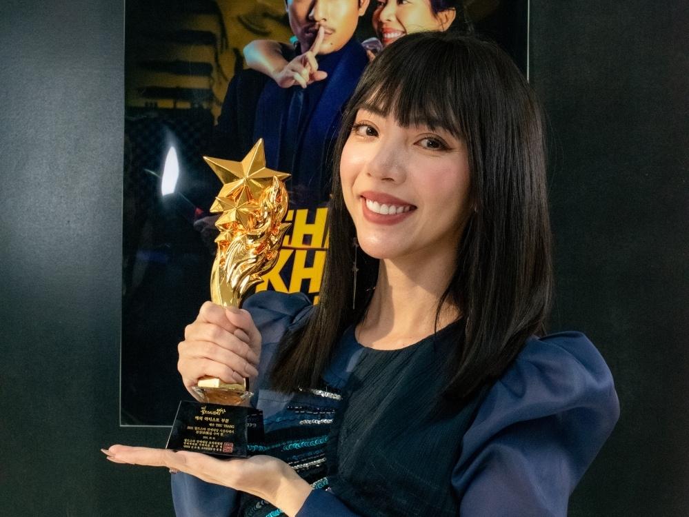 Thu Trang nhận giải 'Nữ nghệ sĩ quốc tế xuất sắc nhất' ở World Star Awards