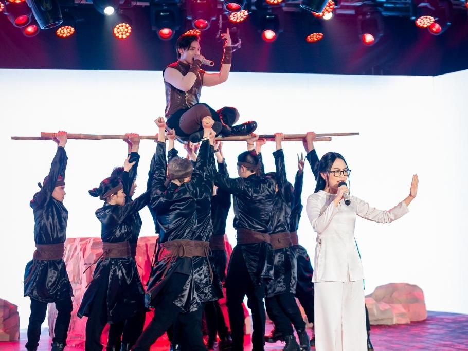 Kết hợp cùng Phương Mỹ Chi, Erik 'bắn rap' khiến sân khấu 'The Heroes' bùng nổ đêm bán kết