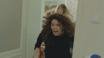 'Trái tim phụ nữ': Thấy Bahar bị em gái đánh, Ceyda và Yeliz tìm đến tận nhà đánh Sirin nhừ tử