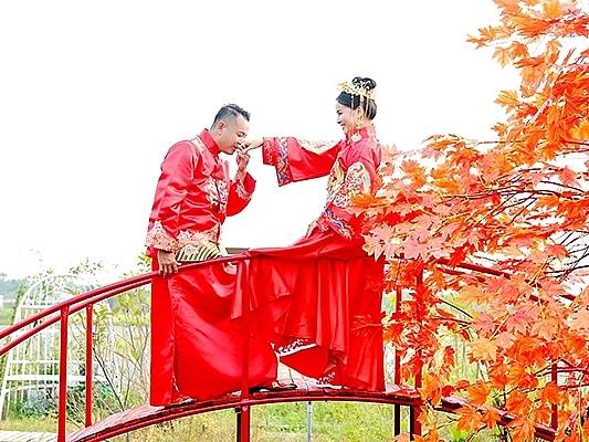 Đạo diễn Quyền Lộc kỷniệm 8 năm ngày cưới tại phim trường Tây Thiên Cổ Quán